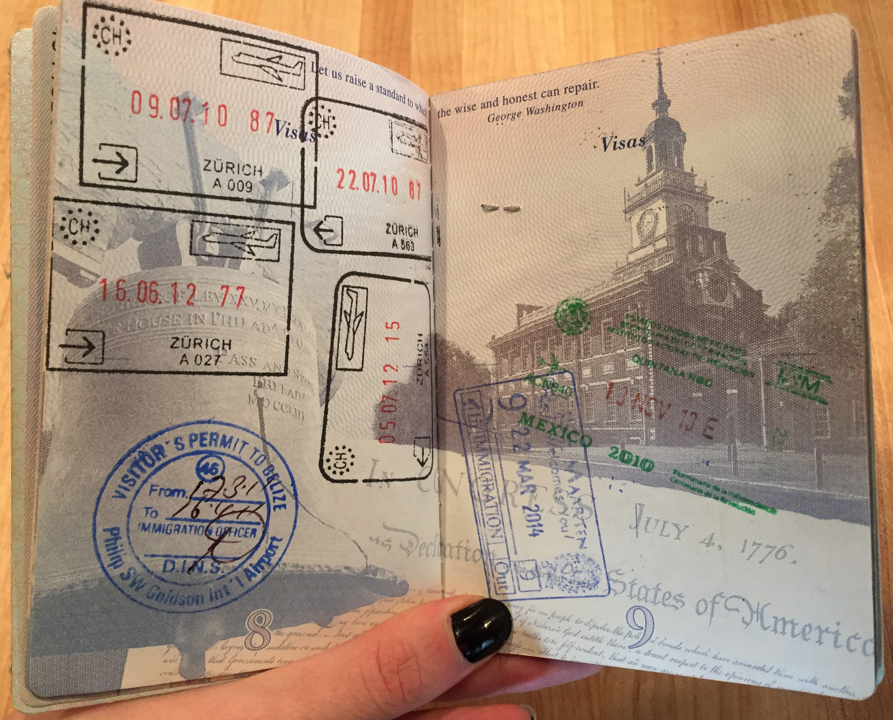 How many pages are in the passport of a Russian citizen